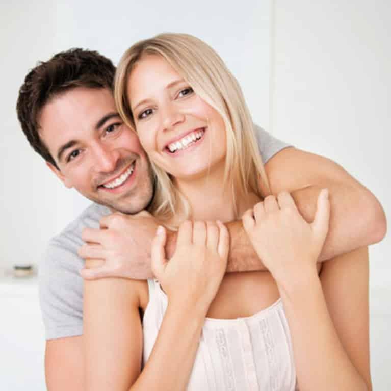 """Psicólogo Gratuito - A pesquisa revela a dinâmica interpessoal que fortalece o casamento. Podemos pegá-los em restaurantes. Nós os localizamos em eventos esportivos. Casais felizes. Eles se distinguem pela maneira como se comportam um com o outro. Eles estão envolvidos e interessados. Inclinando-se Psicólogo Gratuito para a frente, conectando-se através de um bom contato Psicólogo Gratuito visual, assentindo e sorrindo, eles ouvem, riem e Psicólogo Gratuito parecem amar a companhia um do outro. Esses avistamentos levantam a questão muito importante - como eles fazem isso? Felizmente, a pesquisa tem algumas respostas. Psicólogo Gratuito - O casamento gera felicidade Aprender os ingredientes de um casamento feliz é importante para todos, Psicólogo Gratuito casados ou não, por causa do vínculo entre casamento e felicidade. Shawn Grover e John F. Helliwell-in um pedaço apropriadamente intitulado,Psicólogo Gratuito """"Como é a vida em casa?"""" - note que a pesquisa sobre bem-estar indica que o casamento está positivamente relacionada com o bem-estar1 subjetiva Eles observam que alguns especulam as pessoas Psicólogo Gratuito felizes são É mais provável que estejam dispostos a amarrar o nó, enquanto outros prevêem que a Psicólogo Gratuito felicidade do recém-casado é um efeito de curta duração. Eles descobriram, Psicólogo Gratuito no entanto, que depois de controlar o bem-estar individual pré-casamento, os casais ainda eram propensos a expressar um maior grau de satisfação. Isso era verdade desde o estágio da lua de mel até Psicólogo Gratuito os casamentos de longo prazo. Em outras palavras, embora haja exceções, Psicólogo Gratuito os casais casados estão mais satisfeitos do que os que permanecem solteiros."""